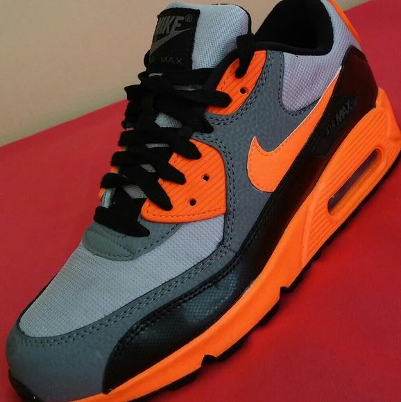 Nike Air Max 90 Esstl Size 7 Men & 8.5 Women